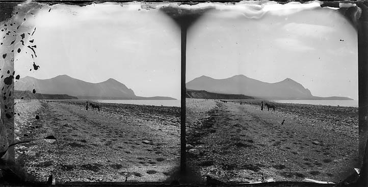 The beach, Dinas Dinlle (stereograph)