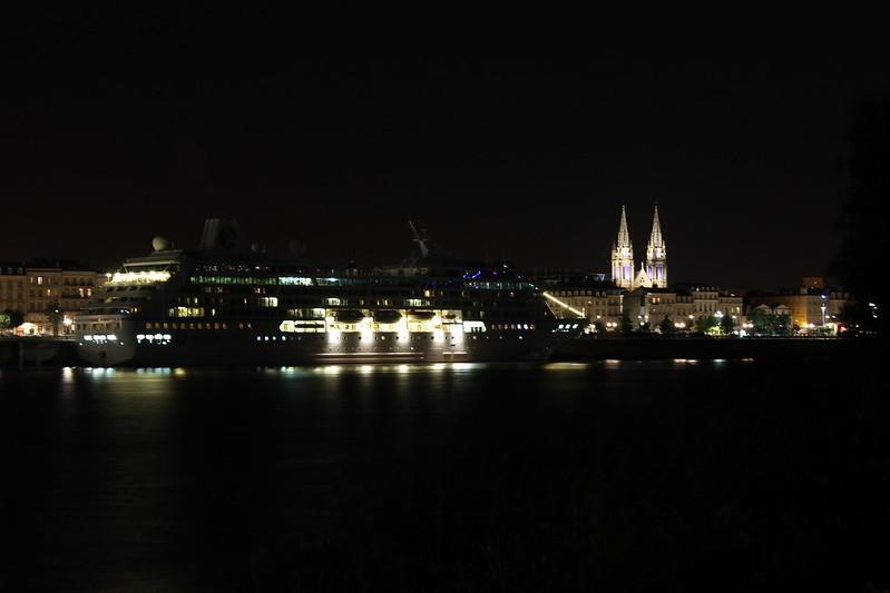C'est le bateau fantôme !! Azamara Journey by night - Bordeaux - 12 aout 2012