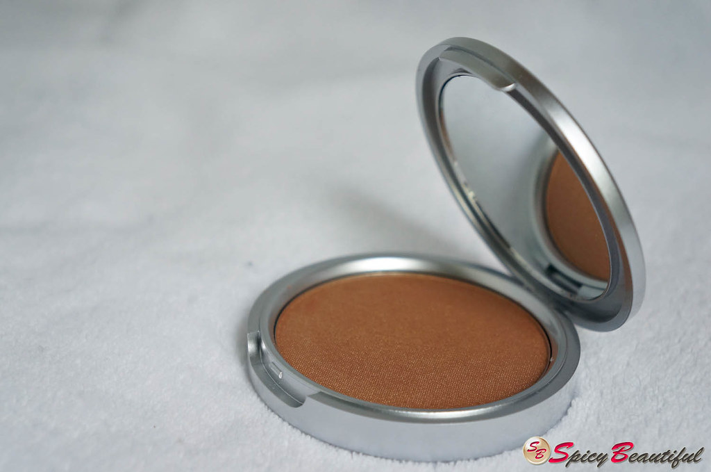 theBalm Betty-Lou Manizer Compact