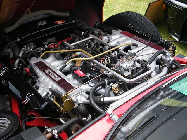 1971 Jaguar E-type V12 Fuel Injection 2+2 Coupe engine | Flickr ...