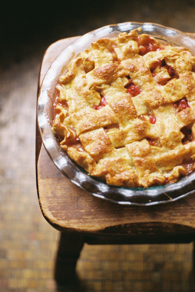 apple, cranberry and quince pie