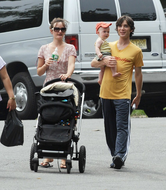 Фото | Киллиан Мёрфи с женой и ребёнком