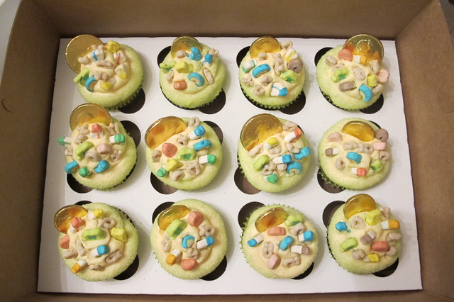 Lucky Charms cupcakes. Yellow cake with Lucky Charms crumb crust with ...