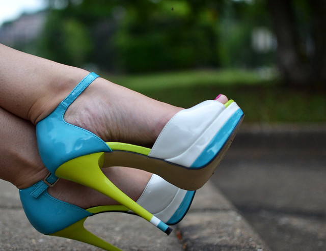 ShoeDazzle Celia color block heels