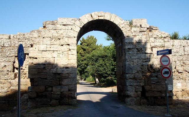 Paestum porta sirena paestum poseidonia modern - Porta sirena capaccio ...