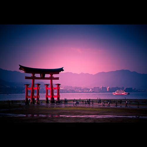 pink sunset sea sky beach japan canon eos japanese evening coast boat wooden gate shrine purple tourists hiroshima miyajima 1750 28 shinto tamron torii xsi itsukushima 450d foxymcslick
