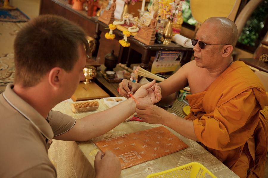 Фотосессия в Тайланде, церемония в буддийском храмеом храме