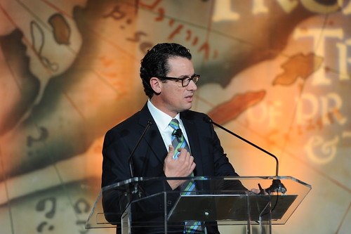 Dillin Keynote, Oscar Suris