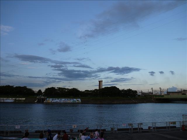 デジ一持参で鶴見川サマーフェスティバルへ 花火を撮るって難しい……
