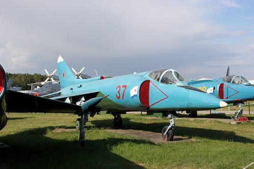 Yakovlev Yak-38 37 red