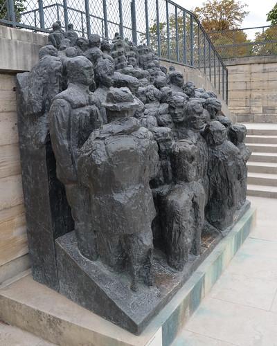 La Foule, sculpture by Raymond Mason - Jardin des Tuileries