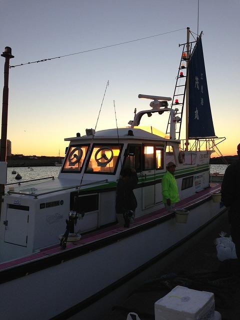 <p>b)江見港から釣りにでます</p>