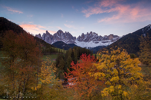 Fall colors of Funes Valley