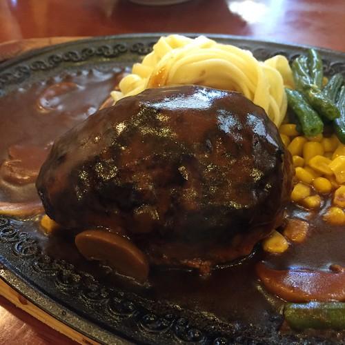 浅草モンブランのハンバーグ