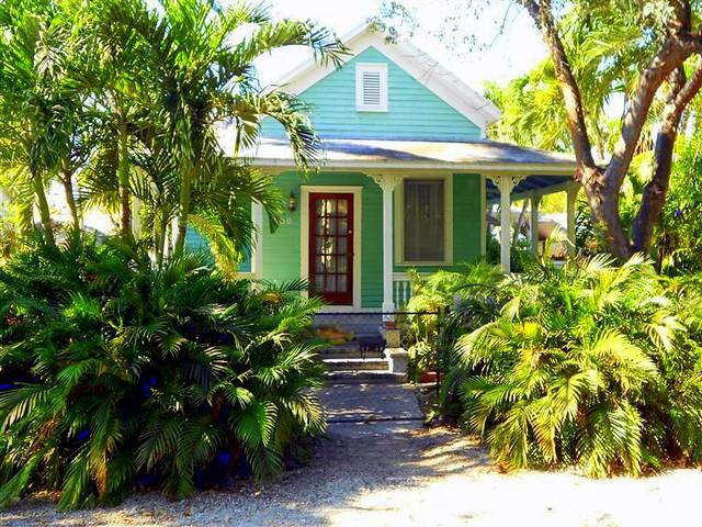Key west properties 1709 washington street key west for Bath house key west