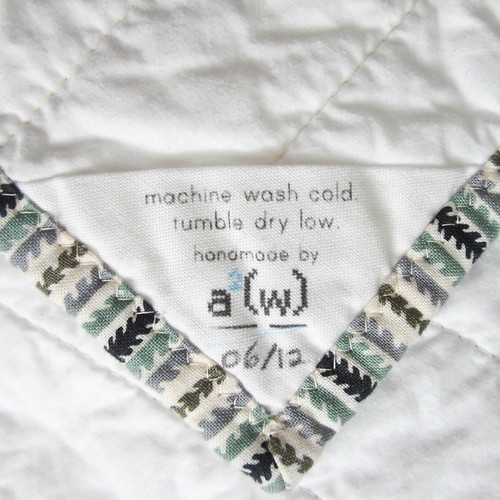 Neutral quilt label