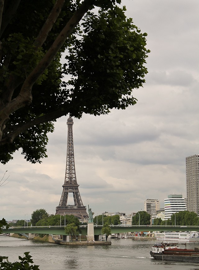 Eiffel under the tree