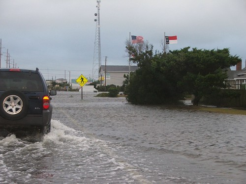 flooding on the Outer Banks in 2006 (by: Lori Wright, creative commons)