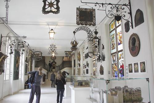 Старинные вывески в музее Карнавале. Musée Carnavalet. Paris. France