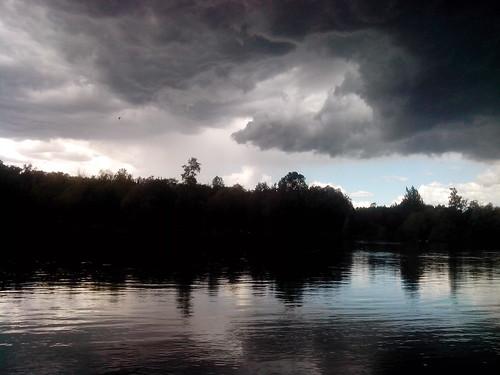 Arrivano le prime nuvole nere by Ylbert Durishti