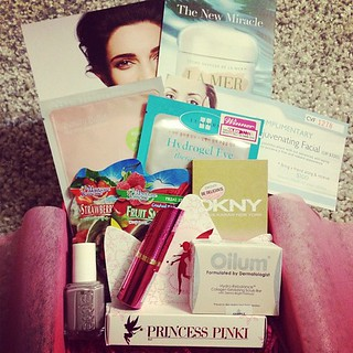 Received this month's @vanitytrove! Lots of goodies to try again! :D #makeup #skincare