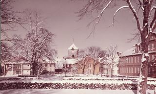 Vår Frue kirke og Archidiakoni plass sett fra Bispegata (1960-tallet)