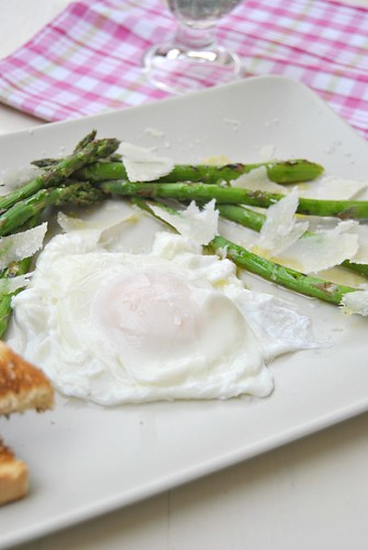Grilled asparagus with lemon, olive oil and Parmigiano cheese