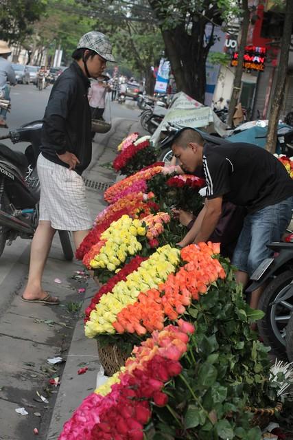 Những mẹt hoa phố Nguyễn Du