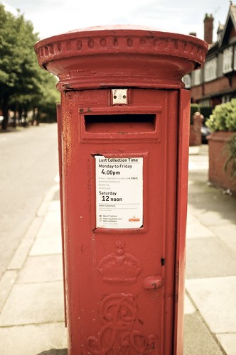 Postbox at f/2 in the middle of the day