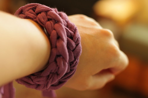 finger-knit jersey bracelet