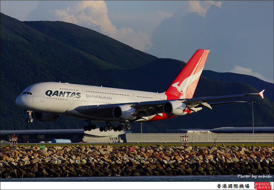 Qantas / VH-OQA / Hong Kong International Airport