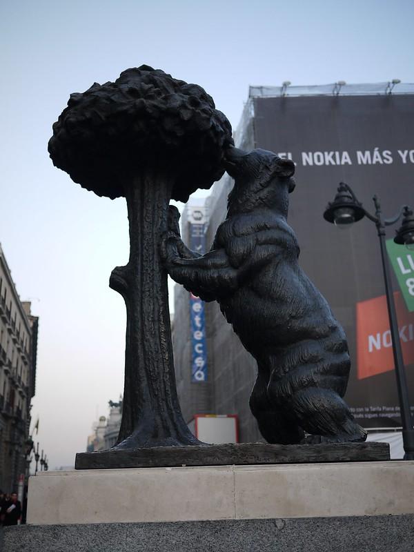 熊與楊梅樹 El oso y el madroño