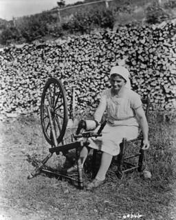 Acadian woman spinning wool, Cape Breton, Nova Scotia, 1938 / Femme acadienne en train de filer de la laine au rouet, cap Breton, Nouvelle-Écosse, 1938