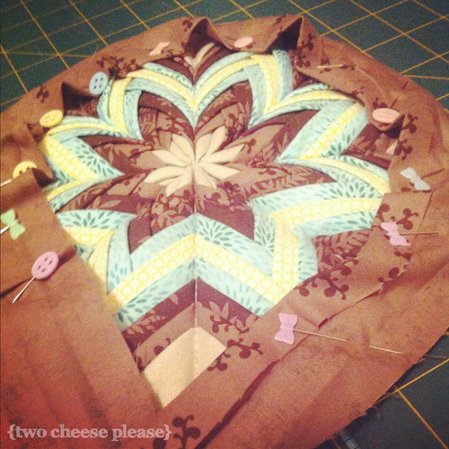 Pinning bias binding onto a circular mini quilt