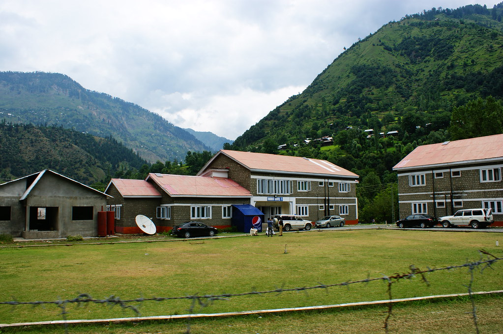 """MJC Summer 2012 Excursion to Neelum Valley with the great """"LIBRA"""" and Co - 7642337138 55cfe6b154 b"""
