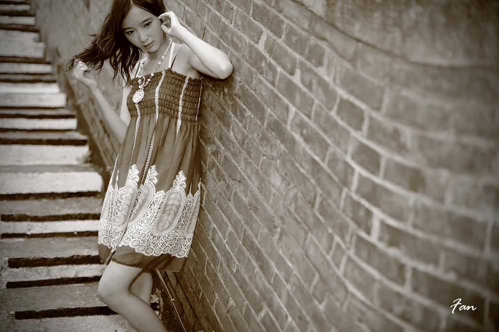漫步在老街の女孩