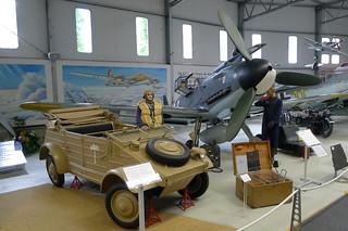 VW-Kübelwagen Typ 82 und Bf 109 G-2
