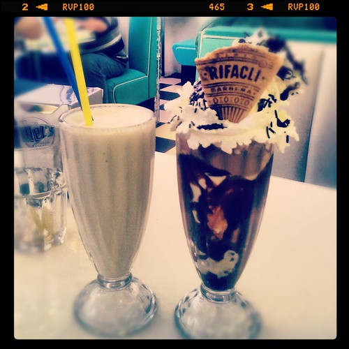 Tommy Mel's Brownie Sundae & Special Milk Shakes Vainilla by Vanina Vila {Photography}