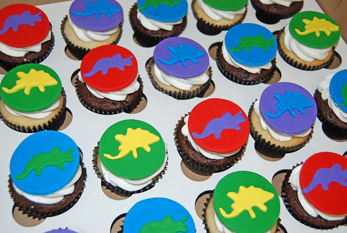 dinosaur cupcakes for a 5th birthday