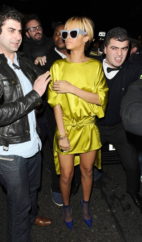 rihanna-legs-at-mahiki-bar-nightclub-in-london-02