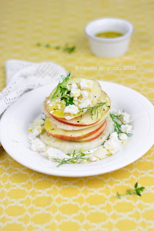 insalata a torretta di finocchi, mele e salva cremasco