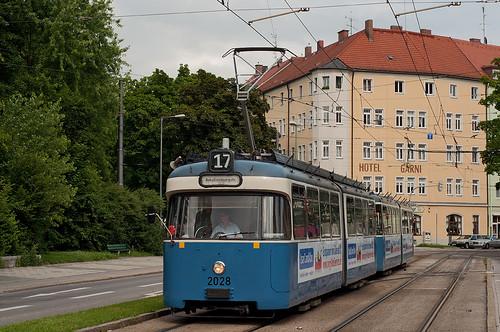 Derselbe Wagen erreicht den Giesinger St.-Martins-Platz