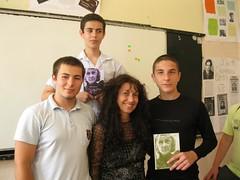 con Miguel Demetrio y Kaloyan regalandoles el poemario traducido