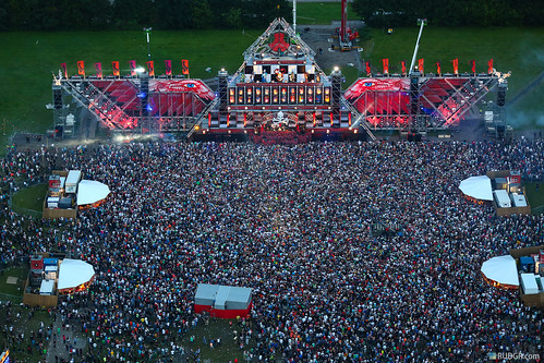 DefQon 1 2012 mashup foto - Defqon.1 mainstage at dusk from the heli