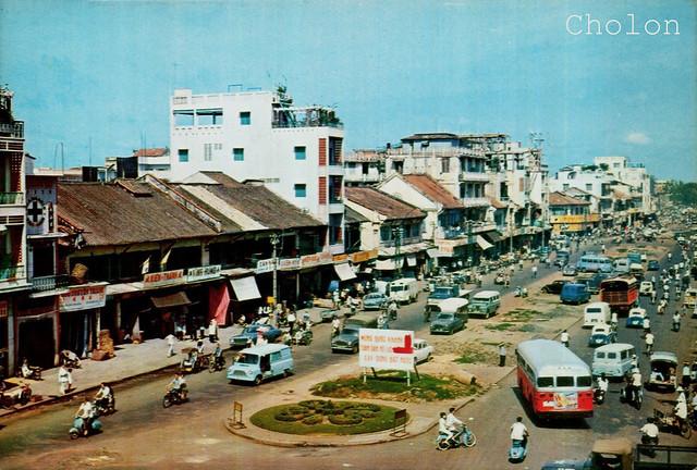 Saigon Street View - Đường Khổng Tử, sau 1975 là Hải Thượng Lãn Ông. Phía xa bên phải là ngã tư Khổng Tử - Phùng Hưng