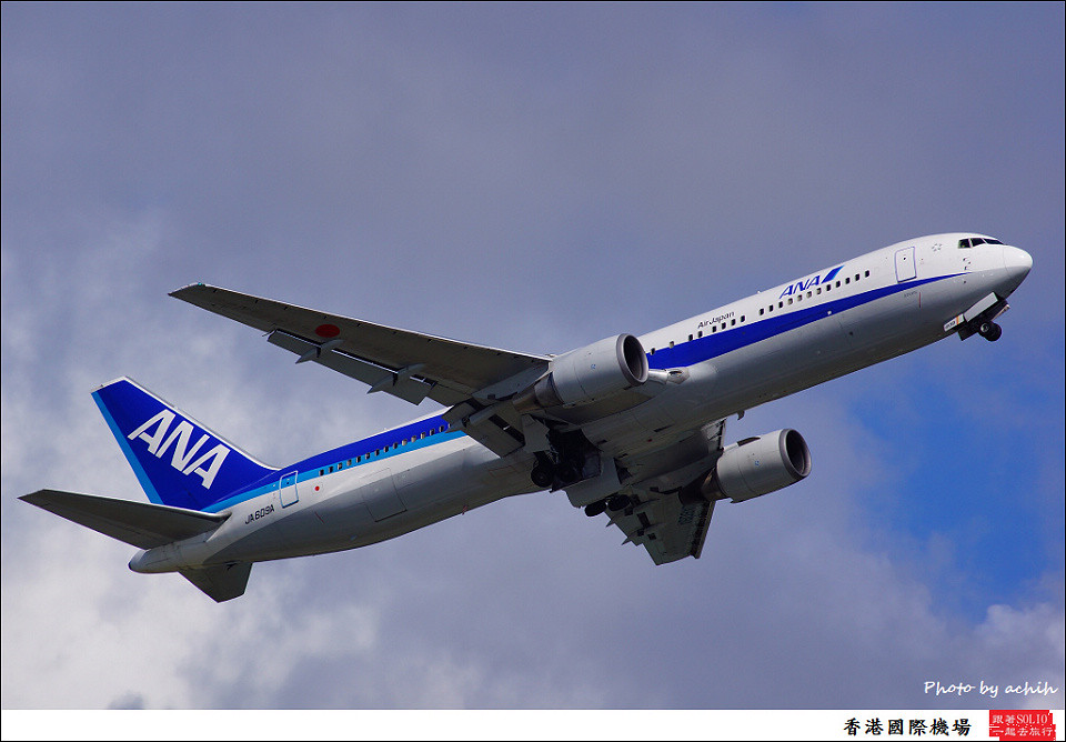 All Nippon Airways - ANA / JA609A / Hong Kong International Airport
