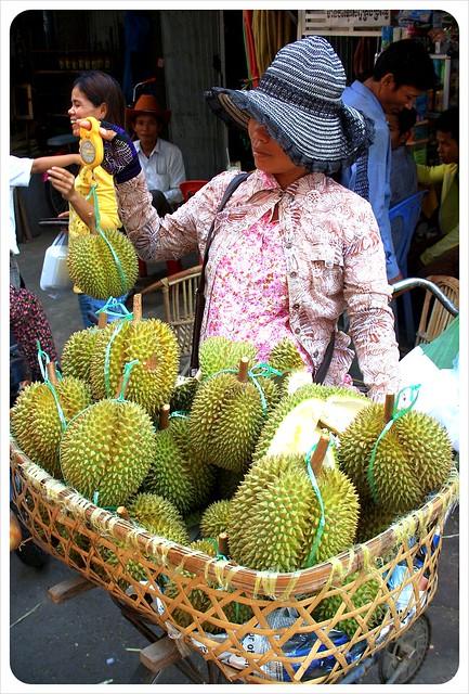 phnom penh durian vendor