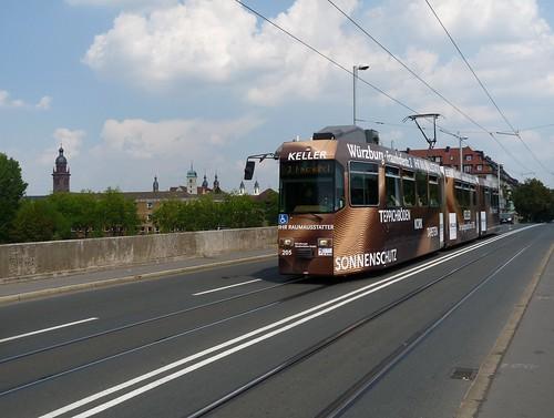 GT-E 205 ist auf der Löwenbrücke in Richtung Heuchelhof unterwegs