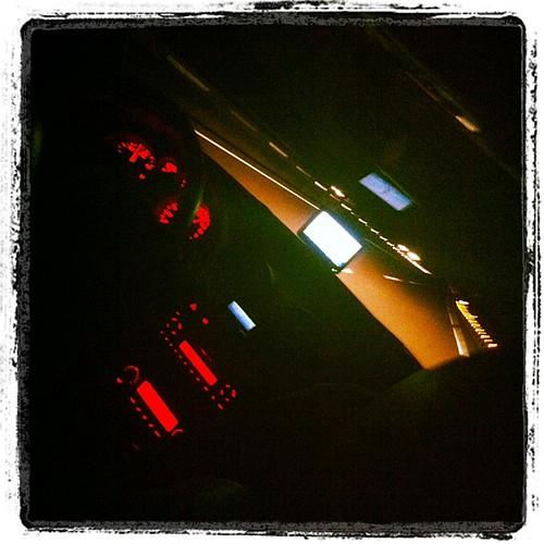 Masticando asfalto por la noche