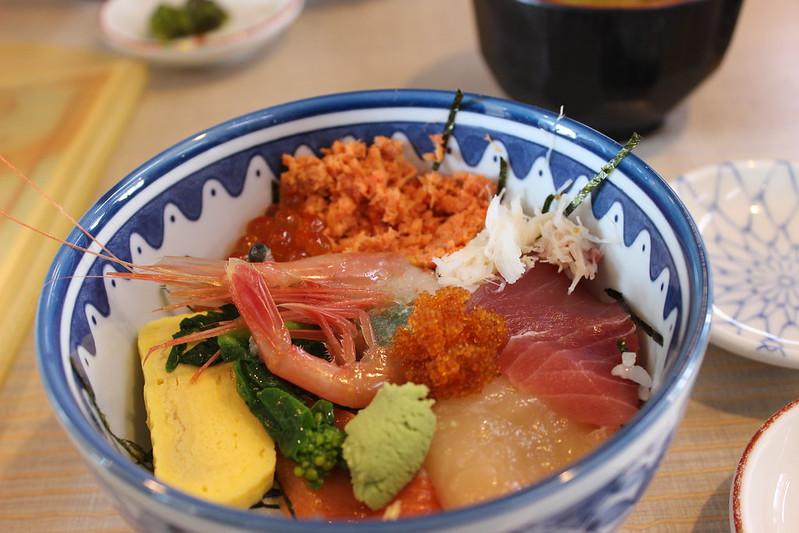 函館朝市で海鮮丼
